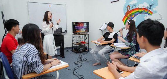 Học hát karaoke hay – chìa khóa vàng để tự tin hơn trong mọi giao tiếp