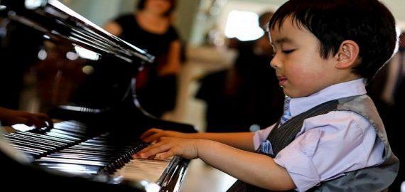 Học chơi đàn Piano với Chopin