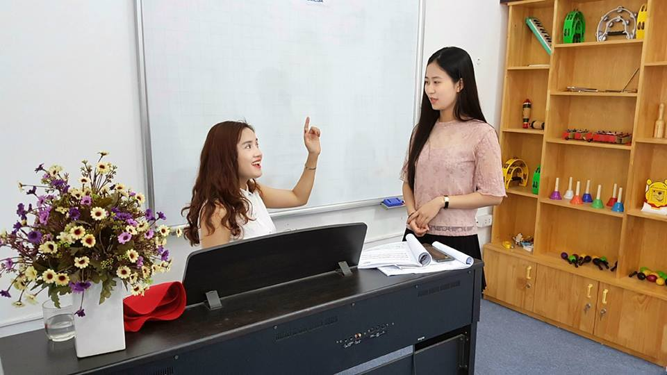 Giờ học hát Karaoke tại EDUMESA